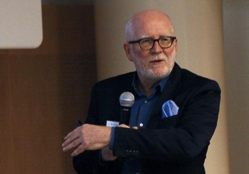 Rolf Koppatz presenting at DAM 08